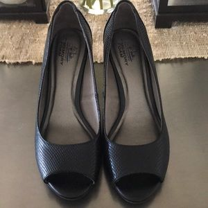 Life Stride Black peep toe pumps(WORN ONCE)